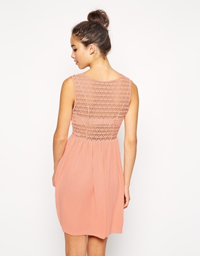 photo Sleeveless Lace Chiffon Dress by American Apparel, color Peach - Image 2