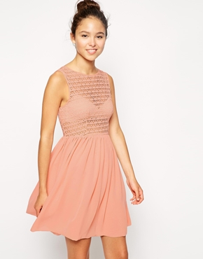 photo Sleeveless Lace Chiffon Dress by American Apparel, color Peach - Image 1