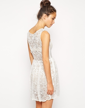 photo Sleeveless Lace Dress by American Apparel, color Ivory Leaf Flower - Image 2