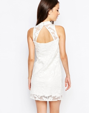 photo Ashley Roberts for Key Collections Snowball Dress, color White - Image 2