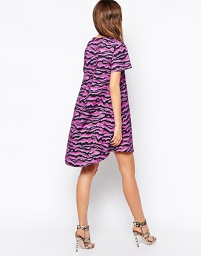 photo T-Shirt Swing Dress by House of Holland, color Purple Tiger - Image 2