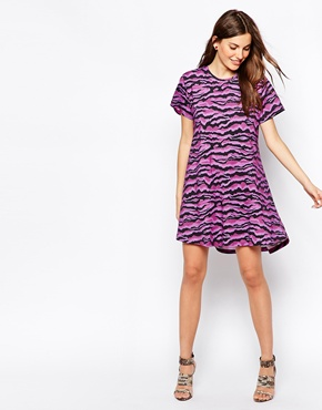photo T-Shirt Swing Dress by House of Holland, color Purple Tiger - Image 1