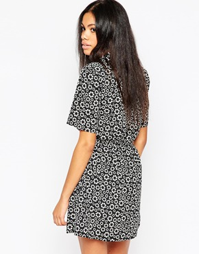 photo Shirt Dress with Waist Tie In Ditsy Daisy Print by Influence Tall, color Black - Image 2