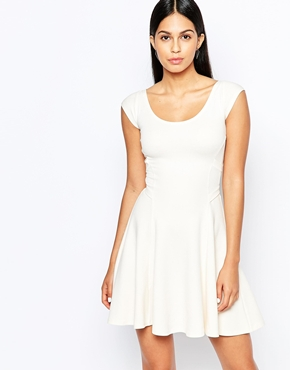 photo Skater Dress with Cross Back by Quontum, color Cream - Image 1