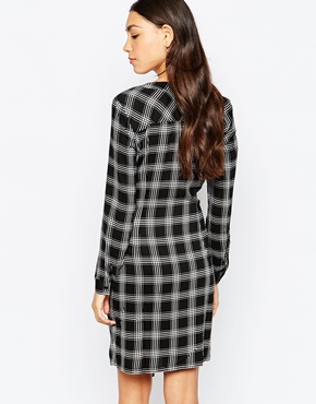 photo Long Sleeve Check Dress by Soaked in Luxury, color Black - Image 2