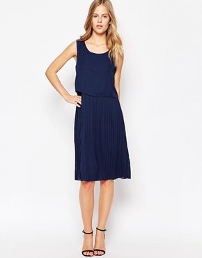 photo Sleeveless Shift Dress by Soaked in Luxury, color Royal Blue - Image 1