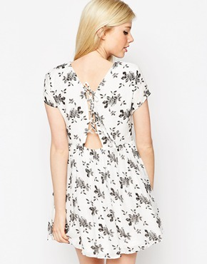 photo Dress In Mono Floral Print by Style London, color White - Image 2