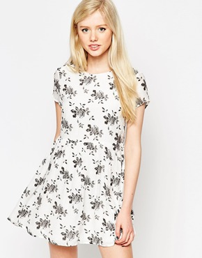 photo Dress In Mono Floral Print by Style London, color White - Image 1