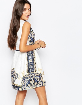 photo Jaquard Dress In Border Print by Style London, color White - Image 2