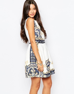 photo Jaquard Dress In Border Print by Style London, color White - Image 1