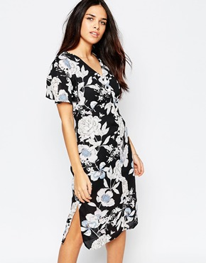 photo Midi Tea Dress In Vintage Floral Print by Style London, color Black - Image 1