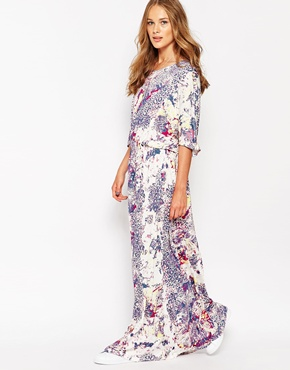 photo Twisted Muse Batwing Midi Dress, color Reef Print - Image 1