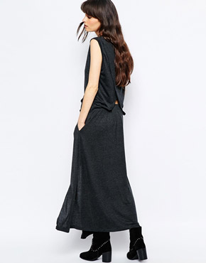 photo Gregor Relaxed Midi Dress by d.RA, color Charcoal - Image 2