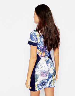 photo Alicya Printed Dress in Scuba by Hybrid, color Navy - Image 2
