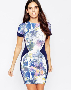 photo Alicya Printed Dress in Scuba by Hybrid, color Navy - Image 1