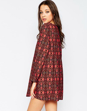 photo V Neck Swing Dress In Tapestry Print by Influence Tall, color Maroon - Image 2