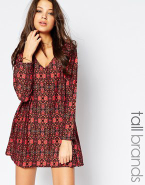 photo V Neck Swing Dress In Tapestry Print by Influence Tall, color Maroon - Image 1