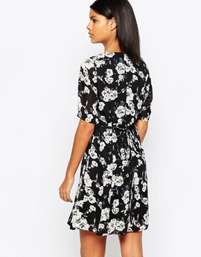 photo Thereasa Tea Dress In Rose Print by Poppy Lux, color Black - Image 2