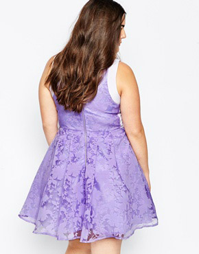 photo Prom Dress In Floral Organza by So London Plus, color Lilac - Image 2