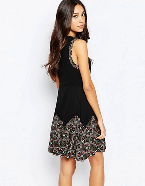 photo Skater Dress with Jewel Border Print by Style London, color Black - Image 2