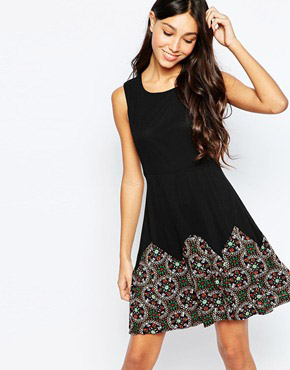 photo Skater Dress with Jewel Border Print by Style London, color Black - Image 1