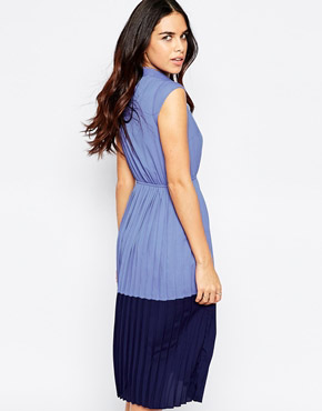 photo Penelope Colour Block Midi Dress with Pleated Skirt by Sugarhill Boutique, color Blue Navy - Image 2