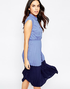 photo Penelope Colour Block Midi Dress with Pleated Skirt by Sugarhill Boutique, color Blue Navy - Image 1