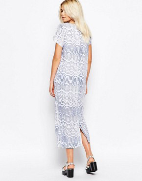photo Maxi T-Shirt Dress In Wave Print by The WhitePepper, color Blue Wave - Image 2