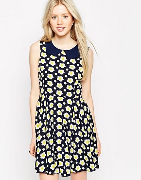 photo Daisy Print Dress with Collar by Iska, color Navy - Image 1