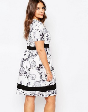 photo Plus Size Skater Dress In Mono Floral Print with Contrast Band by Praslin, color White - Image 2
