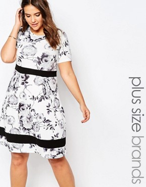 photo Plus Size Skater Dress In Mono Floral Print with Contrast Band by Praslin, color White - Image 1