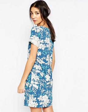 photo Shift Dress In Hawaiian Floral Print by Sugarhill Boutique, color Blue - Image 2