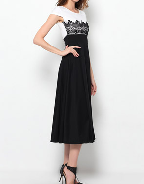 photo Color Block Lace Exquisite Round Neck Maxi Dress by FashionMia, color White Black - Image 3