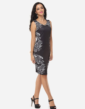 photo Printed Courtly V Neck Bodycon Dress by FashionMia, color Black - Image 5