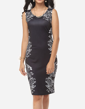 photo Printed Courtly V Neck Bodycon Dress by FashionMia, color Black - Image 1