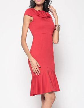 photo Brilliant Cowl Neck Mermaid Plain Bodycon Dress by FashionMia, color Red - Image 3