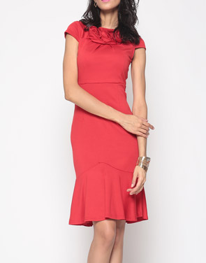photo Brilliant Cowl Neck Mermaid Plain Bodycon Dress by FashionMia, color Red - Image 1