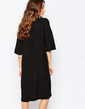 photo Shift Dress with High Neck by Neon Rose, color Black - Image 2