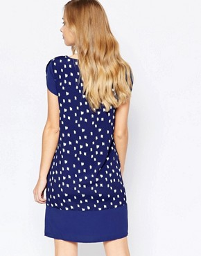photo Shortsleeve Dress in Blue Print by Sisley, color Blue - Image 2