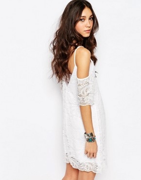 photo Cold Shoulder Dress in Lace with Scallop Edge by Rokoko, color White - Image 2
