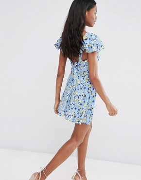 photo Angel Sleeve Tea Dress in Ditsy Print by Influence Tall, color Blue - Image 2