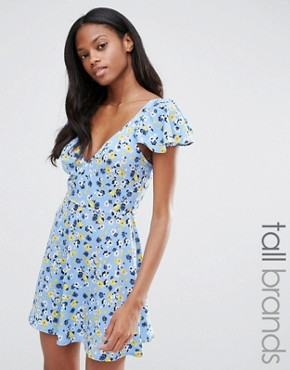 photo Angel Sleeve Tea Dress in Ditsy Print by Influence Tall, color Blue - Image 1