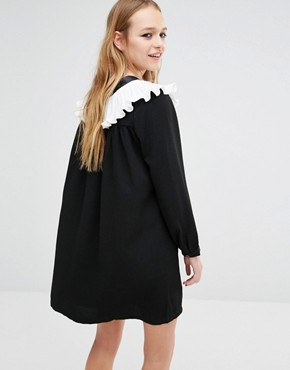 photo Smock Dress with Ruffle Collar and Tie Neck Detail by Navy London, color Black - Image 2