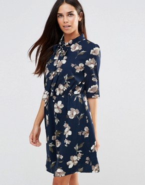 photo Pussybow Dress in Floral Print by Style London, color Navy - Image 1