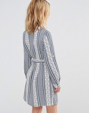 photo Shirt Dress in Geo Print by Style London, color Blue - Image 2