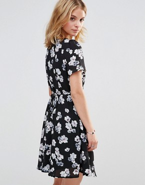 photo Tea Dress in Blossom Print by Style London, color Black - Image 2