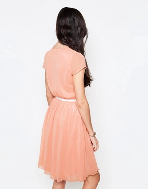 photo Midi Dress with Pleat Front by Jasmine, color Peach - Image 2