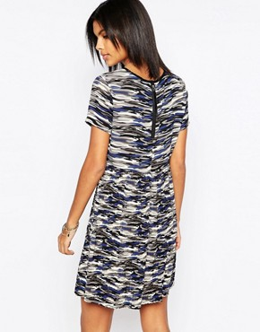 photo Gannet Camo Dress With Pleated Skirt by Pepe Jeans, color Grey - Image 2