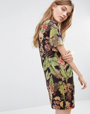 photo We Heart Hind Dress In Tropical Print by Traffic People, color Black - Image 2