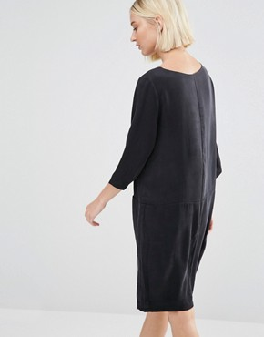 photo Sinca Shift Dress in Sandwashed Silk by Selected, color Black - Image 2
